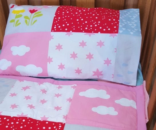 organic-cotton-comforter-set-cot-size-rainbow-design